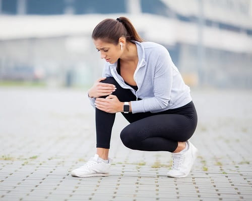 Female runner with Iliotibial Band Syndrome.